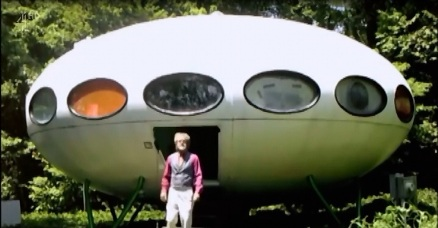 Futuro, Houston, DE, USA - World's Weirdest Homes TV Show - Screenshot 1