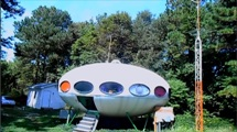 Futuro, Houston, DE, USA - World's Weirdest Homes TV Show - Screenshot 2
