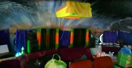 Futuro, Houston, DE, USA - World's Weirdest Homes TV Show - Screenshot 7