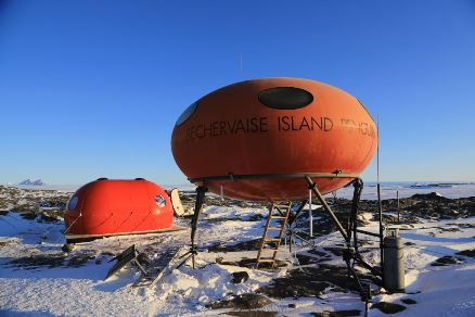 Futuro, Googie, Bechervaise Island, Antarctica - By John Burgess Aug/Sept 2015 - 3